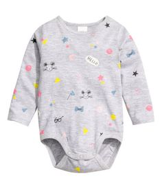 Light gray/mouse. Long-sleeved bodysuit in soft jersey with a printed design. Snap fasteners on one shoulder and at gusset.