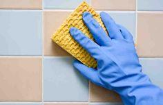 Limpiar los azulejos de nuestro baño, suele ser una de las tareas más molesta y desagradable de hacer, y no solo por lo incómodo y agotadora que esta puede llegar a ser, sino por la cantidad de productos químicos que utilizamos en el proceso, que son capaces de dañar nuestro organismo de manera irre