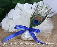 Peacock feather & tulle wedding favor - peacock wedding theme idea - www.yourweddingcompany.com