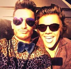 Frankie (Ariana Grande's brother) with Harry at the AMA's!!<<< You could feel the awkward cuz Ariana and Nathan Sykes are dating and Harry took a pic with Frankie and omg so awkward lol XD