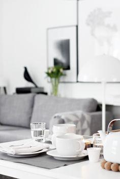 Minimalist home decor and tea set Interior Styling, Interior Design, Deco Blue, Nordic Style, Inspired Homes, Minimalist Home, Home Decor Inspiration, Decoration, Interior Architecture