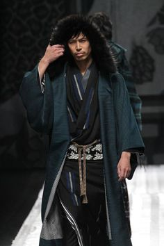 ellensama:  Jotaro Saito Designs I am just in love with this designer so badly. That hooded Haori is just pure fashion porn. This is like my traditional Japanese version of suit porn.