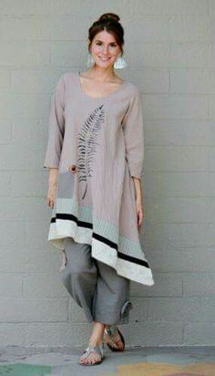 Asymmetrical hemline makes a t-tunic look modern. Bello