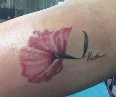 Flor de hace unos dias.🌸 #tattoowoman #life #vida #tattoo #tatuaje #tattooist #bogota #colombia #venezuela #caracas #gez_ink #startbritecolors #superblackintenze #flor #flowers