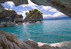 Marble grotto, Lake General Carrera/Buenos Aires, Chile (© tbkmedia.de/Alamy)