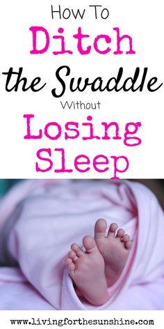 How to get baby sleep without swaddle Baby Schlafplan, Get Baby, Baby Outfits, Bebe Love, Baby Sleep Schedule, Newborn Schedule, Kids Fever, Toddler Sleep, Child Sleep