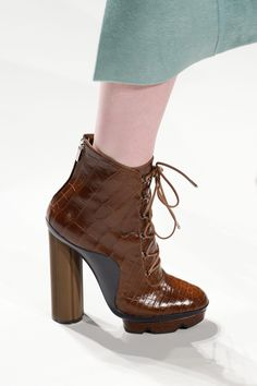 The best designer shoes and shoe trends from the Autumn/Winter 2017 fashion collections so far. Browse our gallery of catwalk inspiration and new season shoe styles.