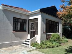 I have a very comfortable student digs, in Osbourne Rd, Mowbray avalaible to rent. Very convenient location for UCT students, above Main Roa...145393384