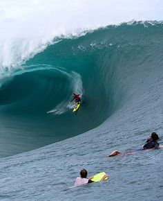 The Heaviest Wave In The World – Massive Tube Monsters in Teahupoo // May 2013 (Clip) > Film-/ Fotokunst, Sports, Streetstyle > dope, surfing, swell, tahiti, Teahupoo, waves