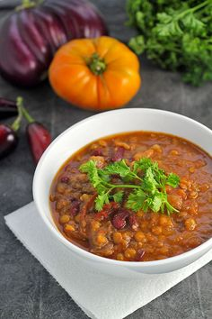 Fall Harvest Chili Recipe: Vegan, vegetarian, and gluten-free. A great way to use up harvest vegetables this season! Best Chili Recipe, Chili Recipes, Real Food Recipes, Soup Recipes, Vegan Recipes, Healthy Chili, Paleo Chili, Healthy Food, Eating For Weightloss