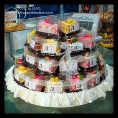 toallas de colores en forma de trozo de tarta, detalles para invitados, detalles para ellas, nuvis,  bodas