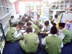 Perpustakaan Bunga Bangsa ƸӜƷ: Kegiatan Membaca Kelas 7 Bilal dan 7 Khadijah