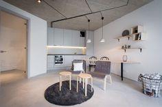 Majitel si přál maximálně vzdušný obývací pokoj s minimem nábytku.