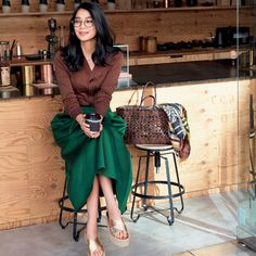 世界で活躍するインテリアデザイナーの自宅に見る、インテリアのポイント 五選|Web eclat|Jマダムのためのお役立ち情報サイト Modest Fashion, Unique Fashion, Love Fashion, Korean Fashion, Girl Fashion, Autumn Fashion, Fashion Looks, Womens Fashion, Japan Fashion