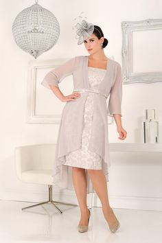 minus the hat! Sheath/Column Square Knee-length Chiffon Mother of the Bride Dress Mother Of The Bride Plus Size, Mother Of The Bride Suits, Mother Of Bride Outfits, Mothers Dresses, Evening Dresses Plus Size, Plus Size Dresses, Plus Size Outfits, Cute Dress Outfits, Dressy Dresses