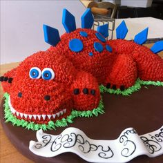 #Dinosaur #birthdaycake for a three year old boy. #tr3sbakers made by me. more pics on Instagram @theaccidentalbaker