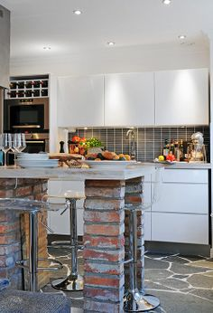 i'll take exposed brick where ever i can get it so i'm smittened with this kitchen island