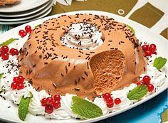 Tentação de chocolate com chantilly - http://www.sobremesasdeportugal.pt/tentacao-de-chocolate-com-chantilly/