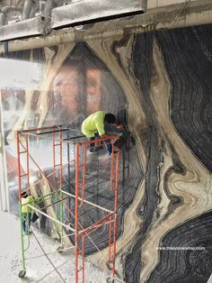 หินอ่อน Black forest  ต่อลาย bookmatch งานผนังโชว์ www.thaistoneshop.com