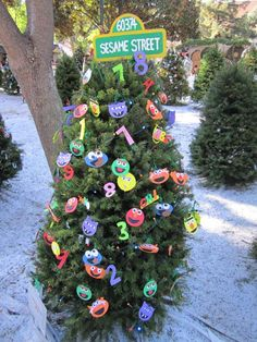 christmas in the park 2010 peanuts christmas tree christmas tree angel christmas tree themes - Furry Christmas