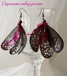 Recycled Plastic Bottle Earrings - Back Orchid earrings (this site is in Bulgarian) Plastic Bottle Crafts, Plastic Jewelry, Recycle Plastic Bottles, Bottle Jewelry, Beaded Jewelry, Earrings Handmade, Handmade Jewelry, Anniversary Gifts For Wife, Recycled Jewelry