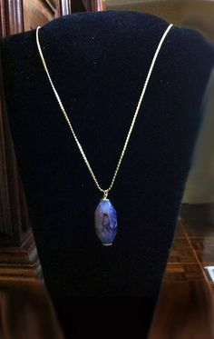 correte  estilo cartier, banhada a ouro 18k fina, com pingente em pedra natural azul R$ 74,00