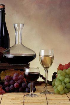 Fondos de pantalla botellas, vino, uvas, copas de vino, las hojas ... wallpaper-photo.ru