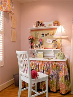 Girls Room - desk