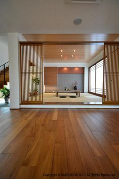 8 Tips & Ideas to Incorporate Japanese Home Decor to Your Interior Design Modern Japanese Interior, Asian Interior Design, Japan Interior, Japanese Style House, Japanese Interior Design, Japanese Home Decor, Home Office Design, House Design, Japanese Living Rooms