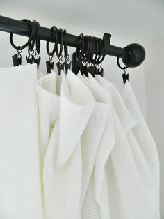I love long flowy curtains and my favorite curtain hanging method is a curtain rod and ring clips.Obviously, ring clips aren't the only way to hang curtains but there are three reasons why this curtain hanging style is my favorite. Ikea Curtain Rods, Black Curtain Rods, Hanging Curtain Rods, Black Curtains, Long Curtains, Colorful Curtains, Sheet Curtains, Closet Curtains, Ikea Curtains