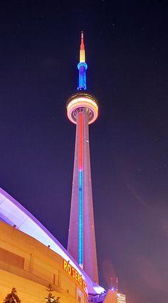 File:Toronto - ON - CN Tower Illuminiert.jpg