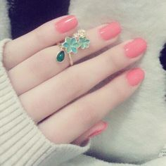 Pretty Nail Colors, Pretty Nail Designs, Pretty Nails, Beautiful Girl Image, Beautiful Hijab, Beautiful Hands, Hand Pictures, Girly Pictures, Cute Girl Poses