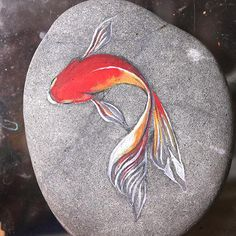 See more ideas about Rock crafts, Easy Rock painting and Painted rocks.These are pretzels but this simple design could easily be painted on rocks.by AkihisaIwata on DeviantArtI drew a picture of a goldfish on top of the stone. It sees the illusion life-li Painted Rock Animals, Painted Rocks Craft, Hand Painted Rocks, Painting Animals On Rocks, Painted Fish, Painted Pebbles, Rock Painting Patterns, Rock Painting Ideas Easy, Rock Painting Designs