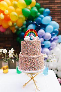 Birthday Party DIY Balloon Arch on blog.landofnod.com