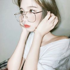 We provided more than free asian beauty, model sexy image galleries Ulzzang Glasses, Korean Glasses, Cute Korean Girl, Asian Girl, Korean Beauty, Asian Beauty, Short Hair Glasses, Ulzzang Short Hair, Ulzzang Hairstyle