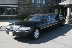Exterior of our 6 to 8 passenger Lincoln stretch limousines