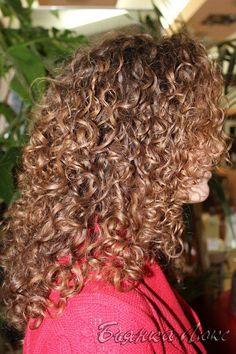 long hair, medium curl