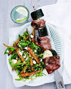 Paistettu porkkanasalaatti fetan kera Tasty, Yummy Food, Japchae, Feta, Grilling, Cheese, Meals, Cooking, Ethnic Recipes