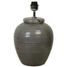 Lampfot i keramik.Färg: Mörkt gråblåStorlek:Dia: 23 cmHöjd: 41 cm