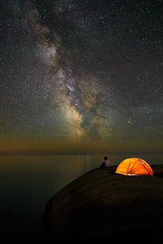 I want to go camping to take pictures of the sky all night long