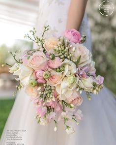 """Polubienia: 73, komentarze: 4 – CZ Wedding Boutique (@czweddingboutique) na Instagramie: """"E para fechar as dicas de BOUQUET, uma opção bem romântica em tons claros de rosa.…"""""""