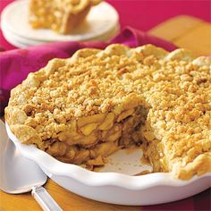 Gluten Free Apple Pie with Crumble Topping. crumb-topped-apple-pie-l Gluten Free Apple Pie, Gluten Free Sweets, Gluten Free Baking, Gluten Free Recipes, Sugar Free Apple Pie, Paleo Apple Pie, Just Desserts, Dessert Recipes, Elegant Desserts