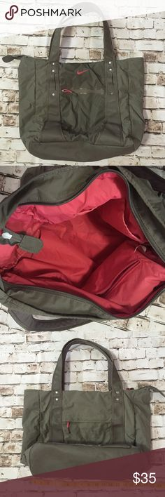 Nike athletic nylon tote handbag Good condition. Very clean inside and out spacious Nike Bags Totes