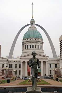 The Old Courthouse and The Gateway Arch, St. Louis, MO