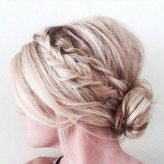 Gloomy 60+ Wonderful Bridesmaid Updo Hairstyles https://oosile.com/60-wonderful-bridesmaid-updo-hairstyles-8916