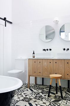 5 Tiled Bathrooms That Will Amaze You: Playing with Pattern