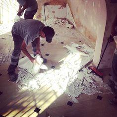 Empezamos con las demoliciones y desmontados. Reforma de oficina en Arona, 2015 |