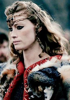 Wylla in Winterfell alongside Sansa as they greet Daenerys. Lagertha Vikings, Ragnar Lothbrok, Vikings Tv Series, Vikings Tv Show, Warrior Queen, Warrior Girl, Viking Makeup, Vikings Halloween, Valkyrie Tattoo