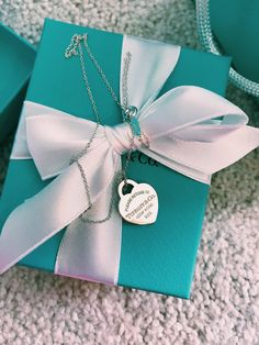 Tiffany and Co. Ancient Jewelry, Old Jewelry, Pandora Jewelry, Cute Jewelry, Vintage Jewelry, Handmade Jewelry, Jewlery, Tiffany And Co Jewelry, Tiffany And Co Necklace