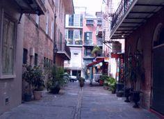 Pirates Alley Cafe: Cabildo Alley